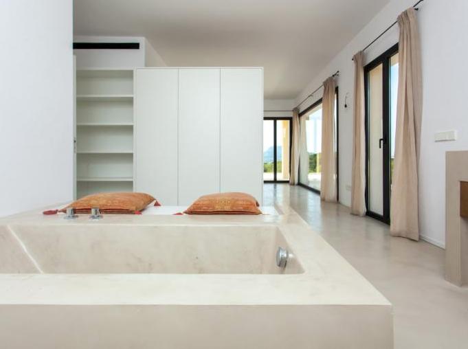 Master-Bedroom mit Bad-en-Suite / Einbauschränken